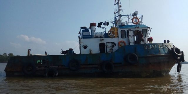 Diduga Kekurangan BBM,Tujuh Crew Kapal TB Buana Power 5 Asal Karimun Terdampar