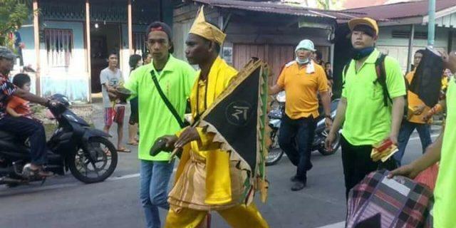Rombongan Peserta Pawai Imlek Dari Karimun Mengunakan Busana Melayu, Ini Tanggapan LAM Meranti