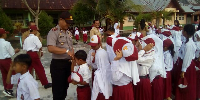 Kapolsek Rangsang Jadi Pembina Upacara di SDN 01 Tanjungsamak