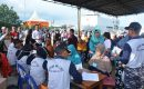 Satgas TNI AL SBJ Ke-66 Bagikan Sembako dan Berobat Gratis Dengan Masyarakat Lhokseumawe