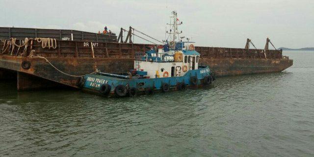 diduga menabrak pompong keluarga nelayan tb buana power v
